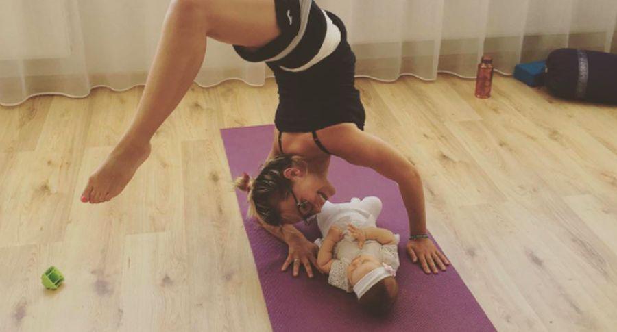 Фото: дивіться, як марілін юрман займається йогою з дитиною