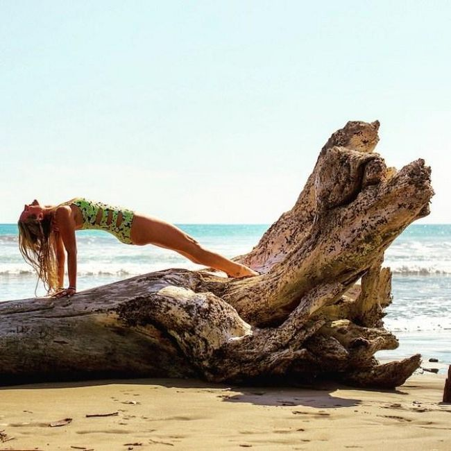 йога в купальнику