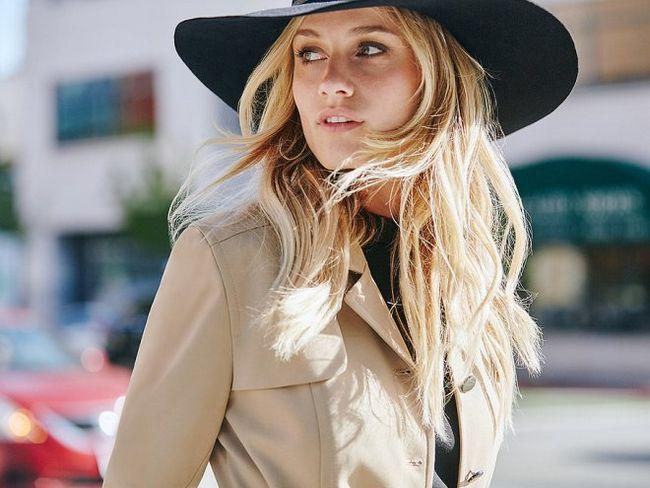 popsugar.com: красива дівчина в капелюсі з розпущеними косами