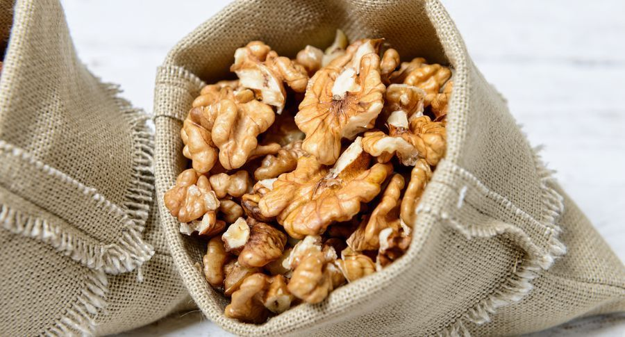 Невгамовний апетит запропонували «лікувати» горіхами