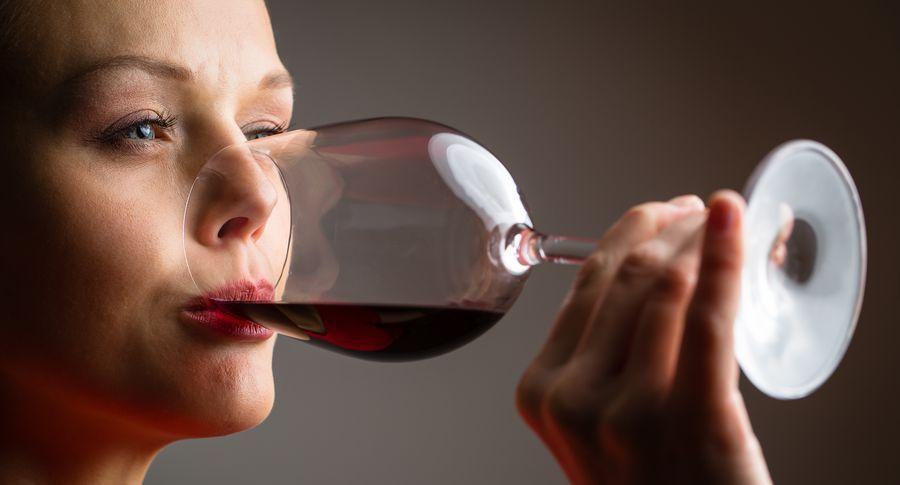 Помірне споживання алкоголю продовжує життя, стверджують дослідники