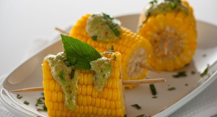 Час варити кукурудзу! Всього два інгредієнта змусять її танути в роті